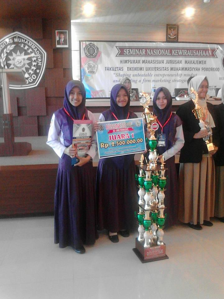 Siswa dari Perbankan Syariah SMKN 1 Geger raih Juara 1 Se-Jawa