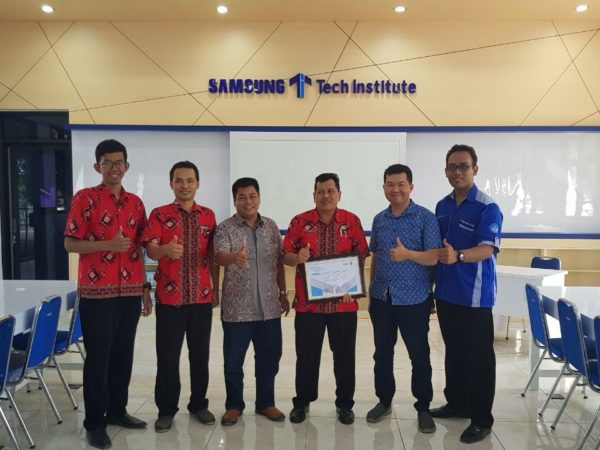 Penyerahan MoU Samsung dengan SMKN 1 Geger