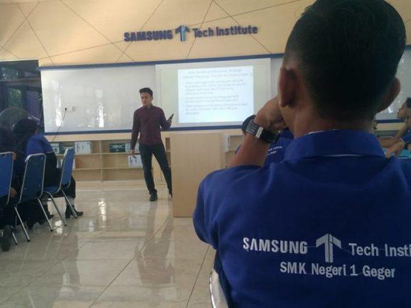 ToT Pembelajaran Berbasis Teknologi Samsung Tech Institute