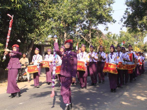 Marching Band SMKN 1 Geger Ikut Meriahkan Karnaval Desa Nglandung