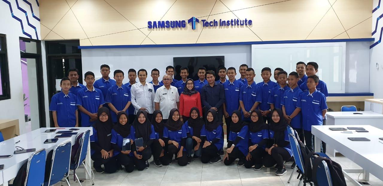 Pihak Samsung Electronic Indonesia Berkunjung ke SMKN 1 Geger