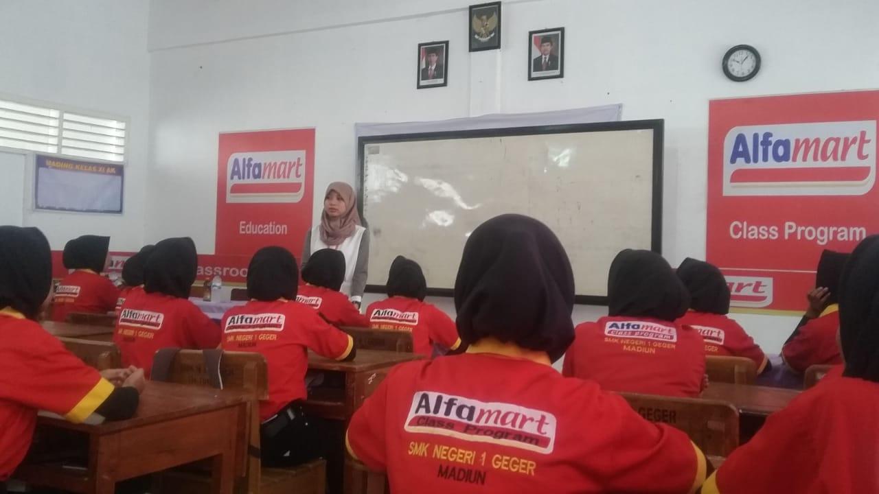 Manager Alfamart Beri Bekal Siswa Yang Akan Prakerin
