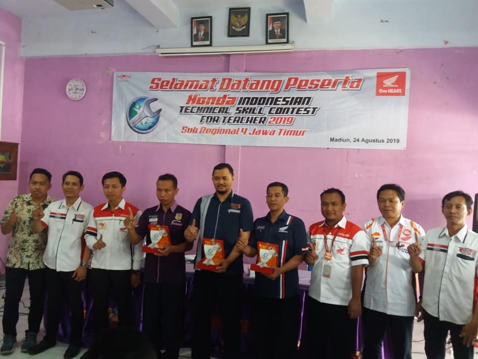 Bapak Narto, S.T, Juara Honda Technical Skill Contest For Teacher 2019