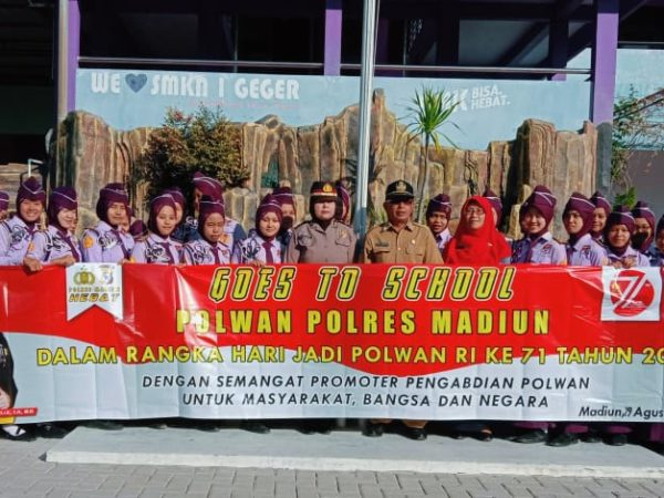 Peringati Hari Jadi Polwan Polres Madiun Goes to SMKN 1 Geger