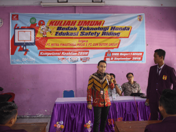 SMKN 1 GEGER Gelar Program Safety Riding & Product Knowledge HITECH HONDA