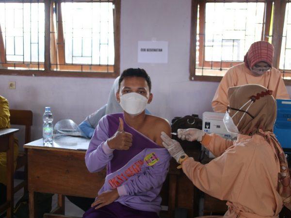 Ikut Vaksinasi, Pelajar SMKN 1 Geger Siap Tatap Muka di Sekolah